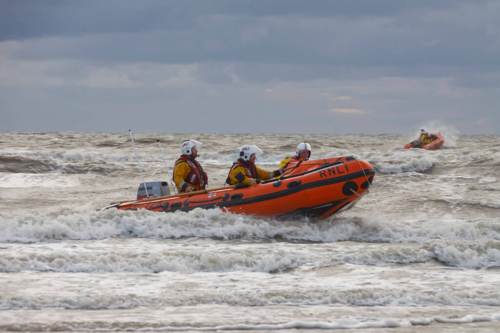 Blackpool RNLI D-Class Training 02-09-2015. Canon EOS 50D with SIGMA  18-300mm F3.5-6.3 DC DC MACRO OS HSM | Contemporary lens ; f/8, focal length 150mm, 1/200 sec.