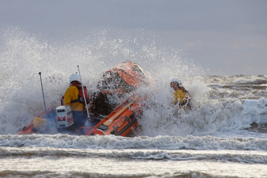 Blackpool RNLI D-Class Training 02-09-2015, Canon EOS 50D with SIGMA  18-300mm F3.5-6.3 DC DC MACRO OS HSM | Contemporary lens; f/11, focal length 300mm, 1/500 sec.