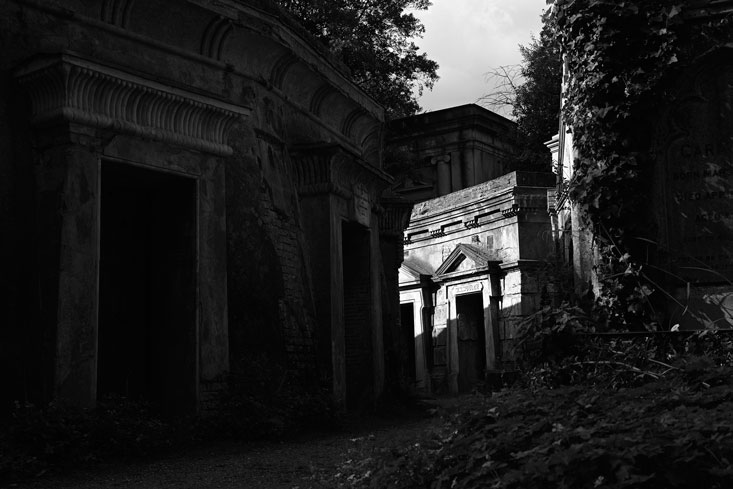 Inner-circle-wide_Highgate-Cemetery