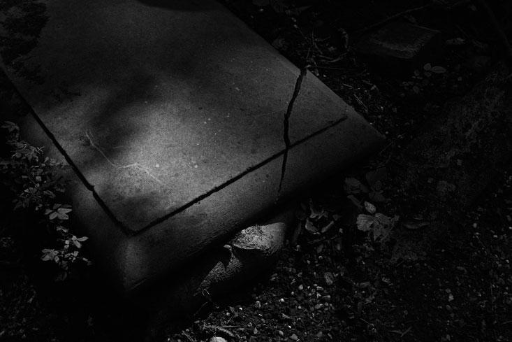 Title-slab_Highgate-Cemetery